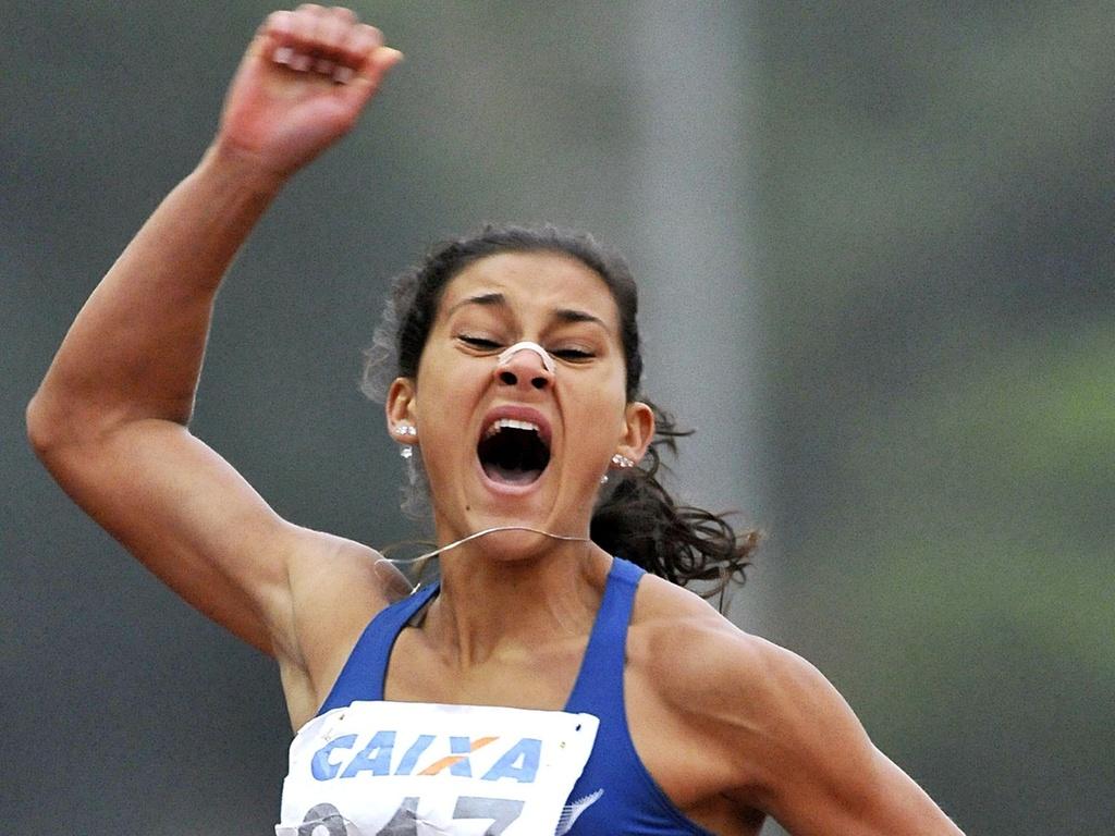 Ana Cláudia Lemos chegou a ter o melhor tempo do ano ao fazer 11s19 em prova de São Paulo (06/04/2011)