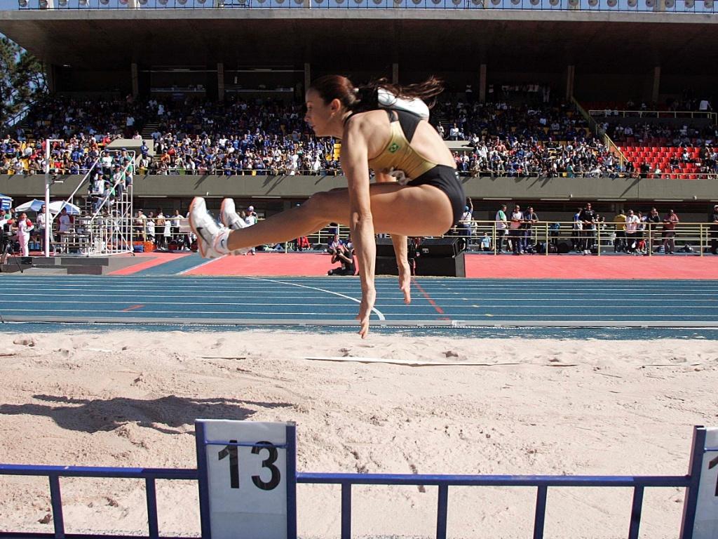 Maurren Maggi salta 6,89 m e obtém segunda melhor marca do ano no salto em distância (22/05/2011)