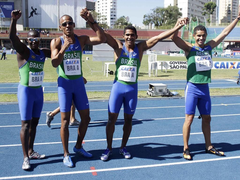 Nilson André, Sandro Viana, Ailson Feitosa Basílio de Moraes Júnior formam o revezamento 4x100m, que garantiu índice no Pan e no Mundial (22/05/2011)