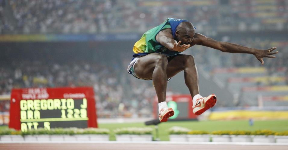 Jadel Gregório disputa o salto triplo nos Jogos Olímpicos de Pequim, em 2008