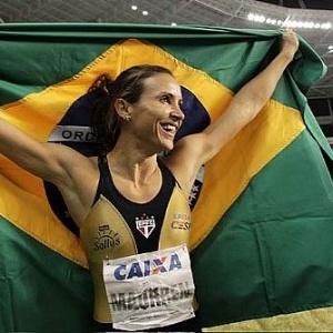 Maurren Maggi comemora a vitória no GP Brasil de atletismo, no Rio de Janeiro