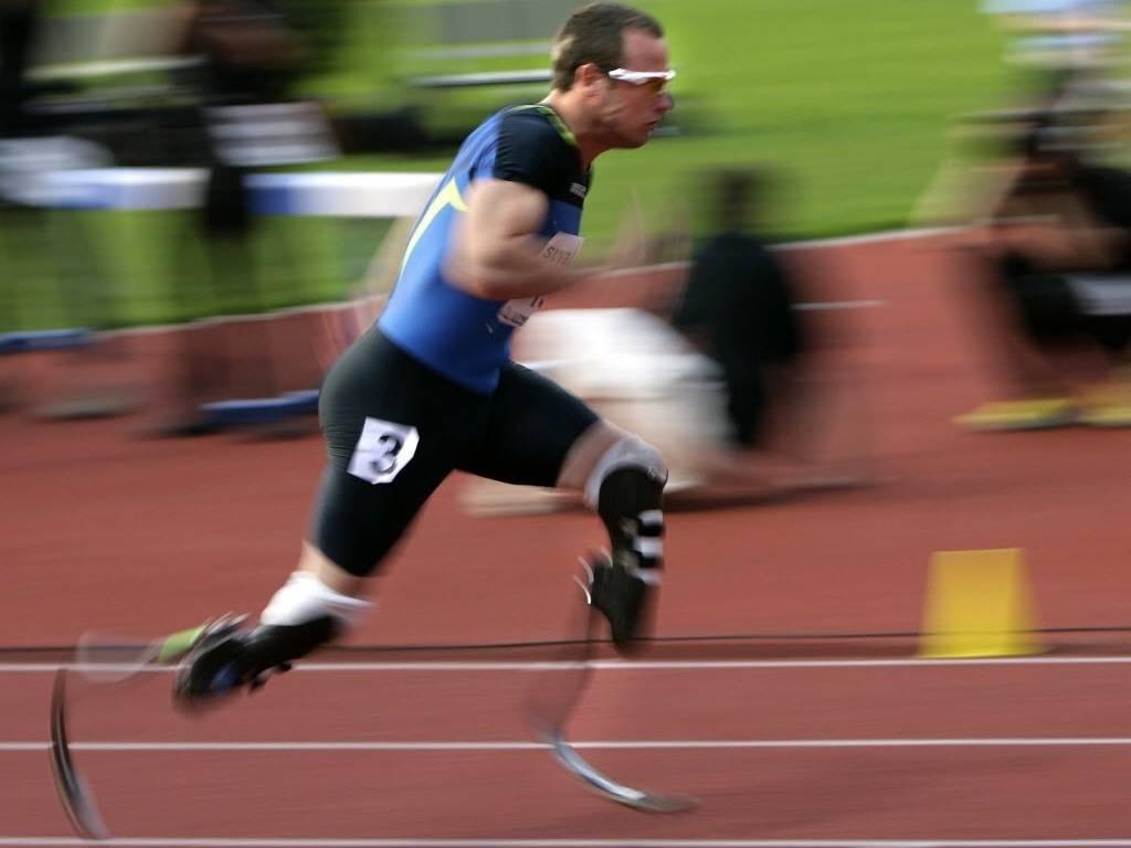 Oscar Pistorius disputa prova dos 400 m rasos durante o meeting de Lucerna em 2008