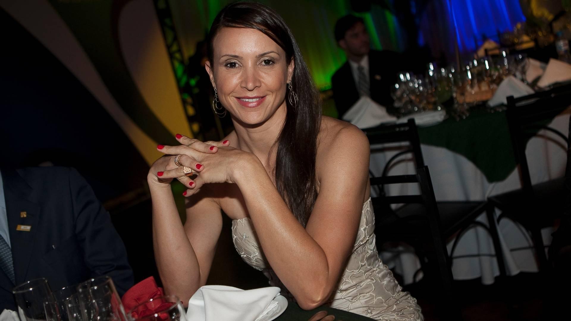 Saltadora Maurren Maggi comparece ao prêmio Empresário Amigo do Esporte (09/08/11)