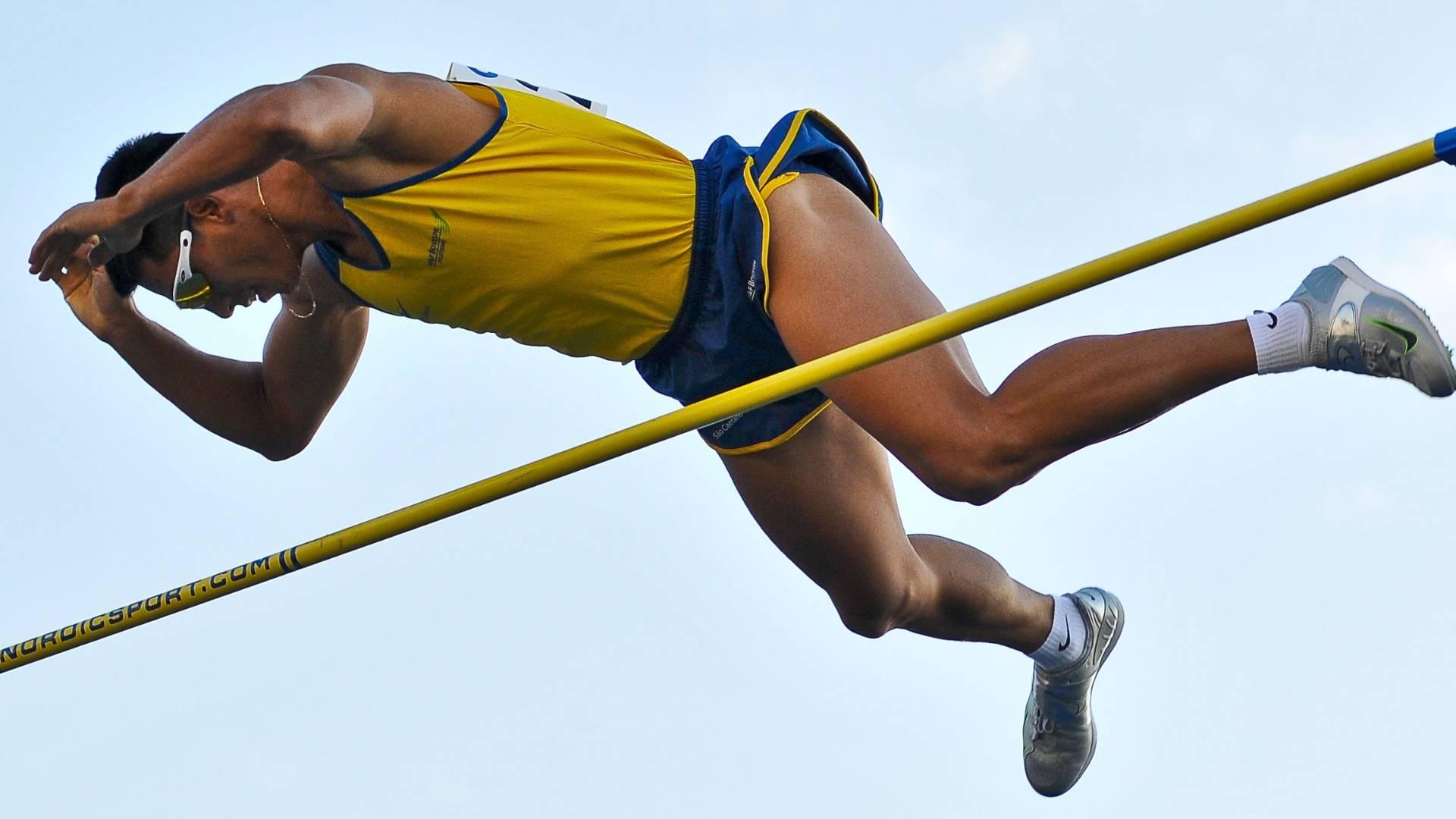 Fábio Gomes da Silva saltou 5,65 m e garantiu presença na final do salto com vara no Mundial de Daegu (27/08/2011)