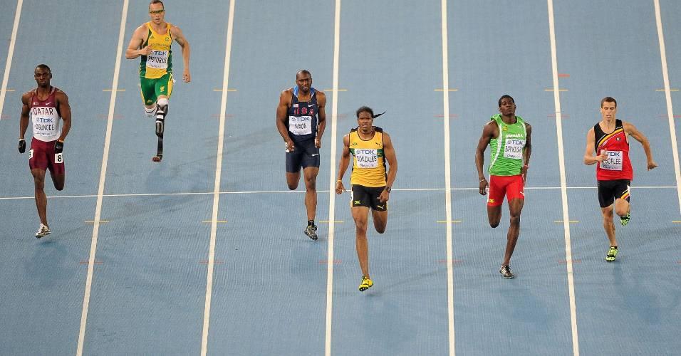 Oscar Pistorius fica para trás na disputa da semifinal dos 400 m do Mundial de Daegu, na Coreia do Sul (29/08/2011)