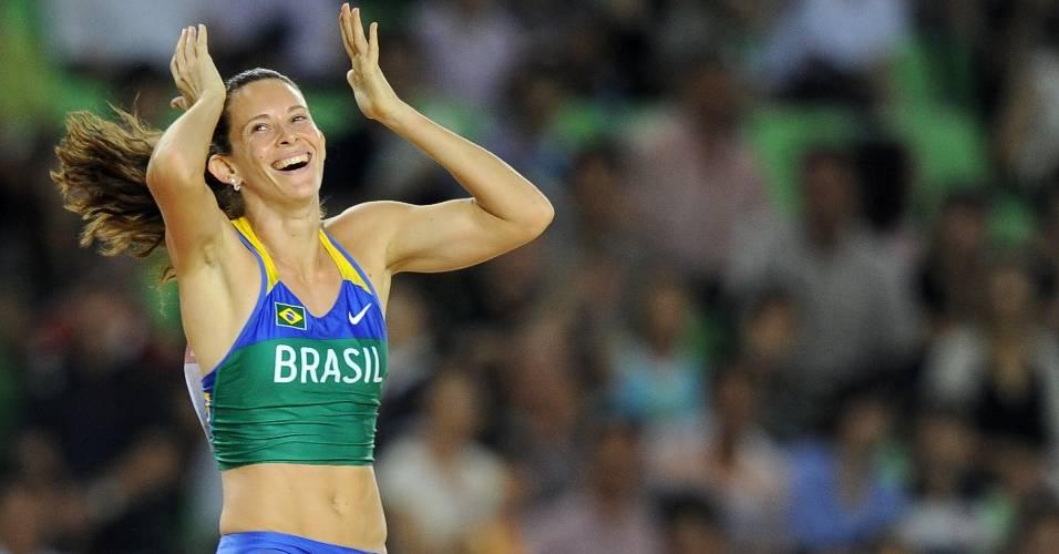 Fabiana Murer comemora depois de conquistar a medalha de ouro no salto com vara no Mundial de Daegu (30/08/2011)
