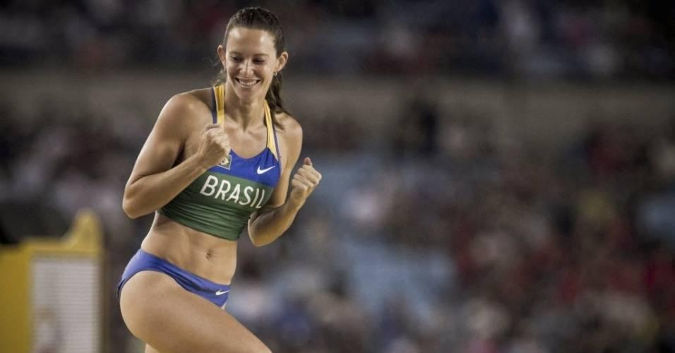 Fabiana Murer comemora ao acertar uma tentativa na final do salto com vara no Mundial de atletismo (30/08/2011)