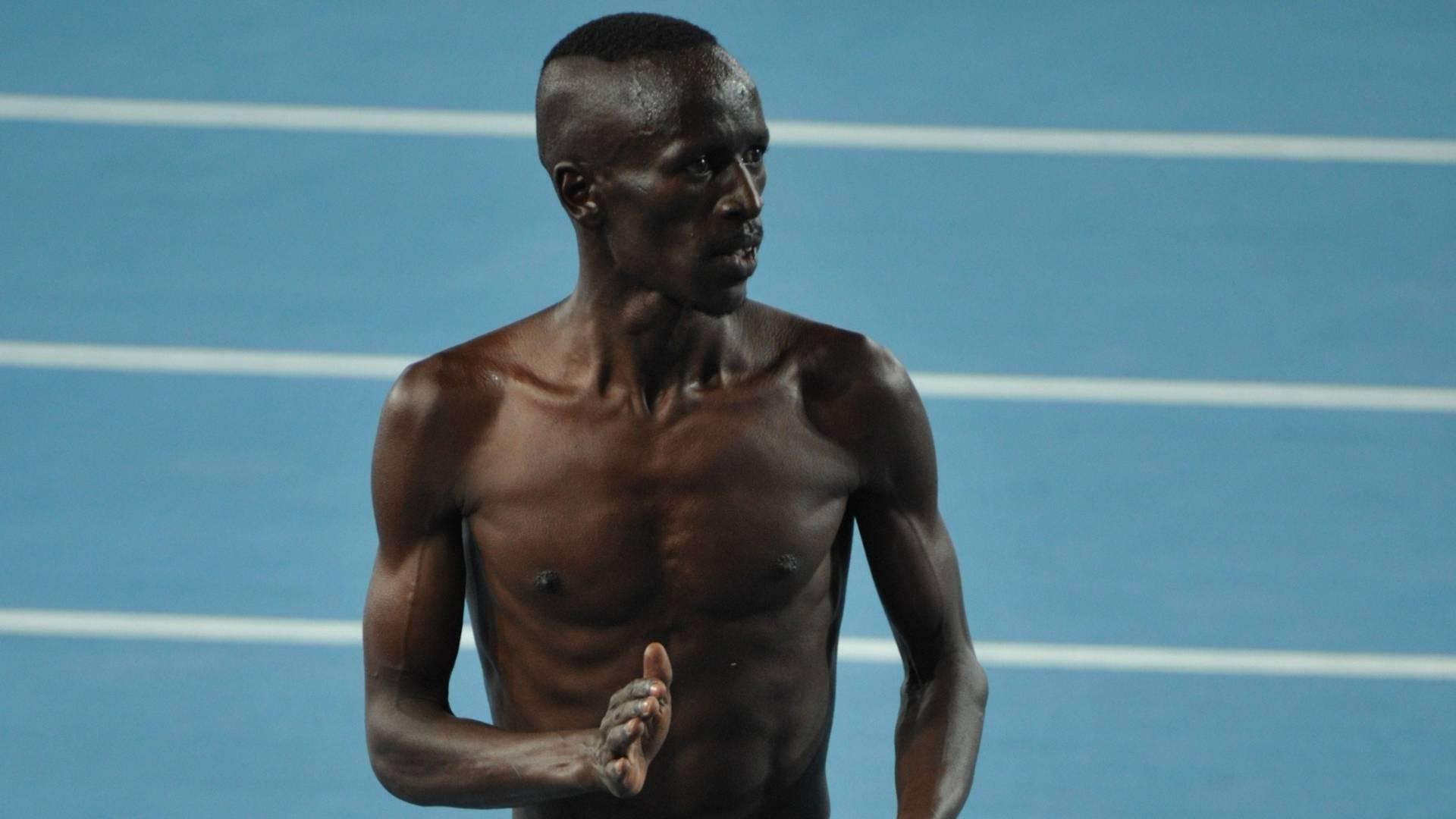 Ezekiel Kemboi, do Quênia, faz uma dancinha estranha depois de conquistar o ouro nos 3.000m com obstáculos do Mundial