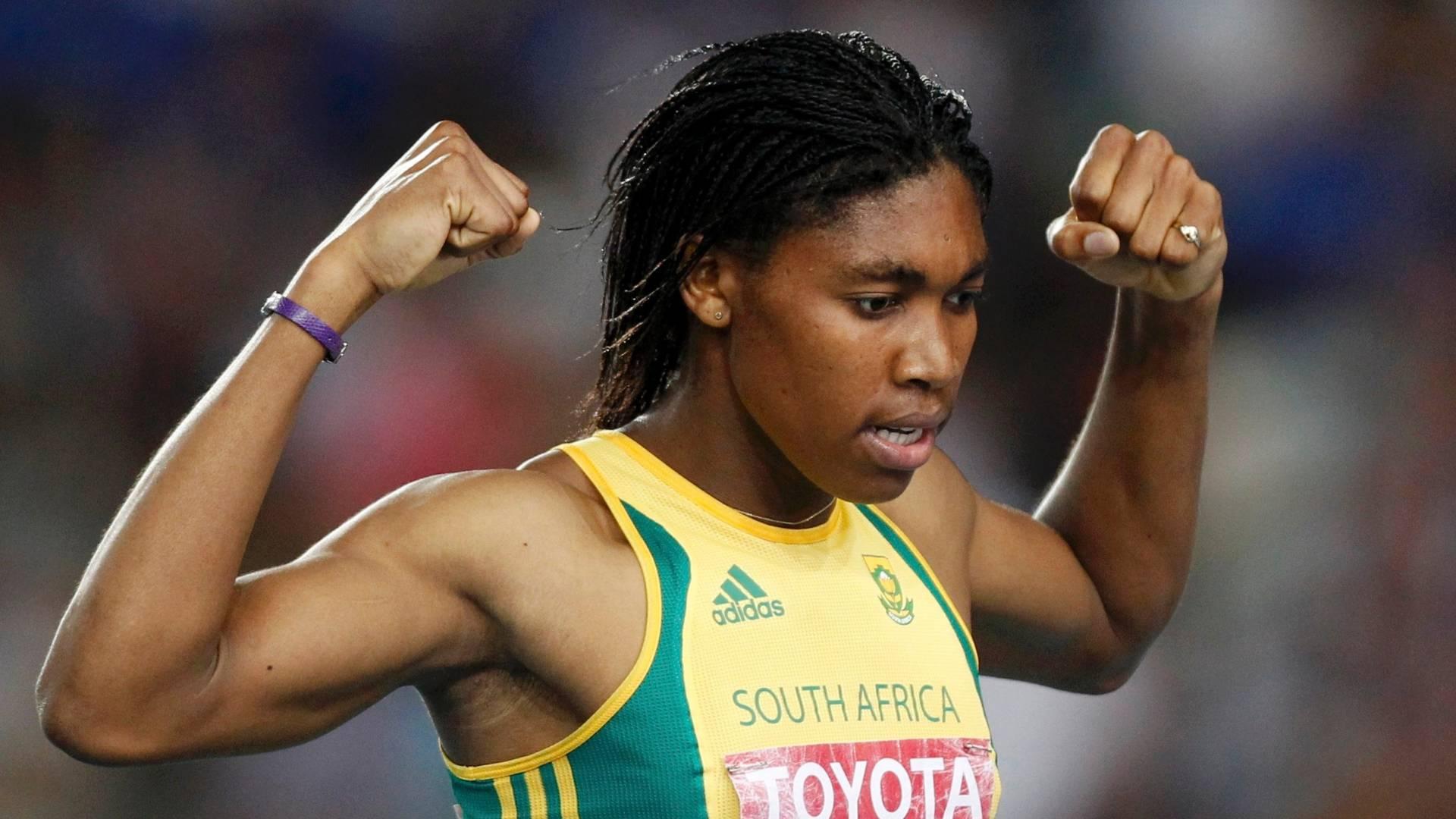Caster Semenya faz pose após vencer sua bateria semifinal nos 800m feminino (02/09/2011)