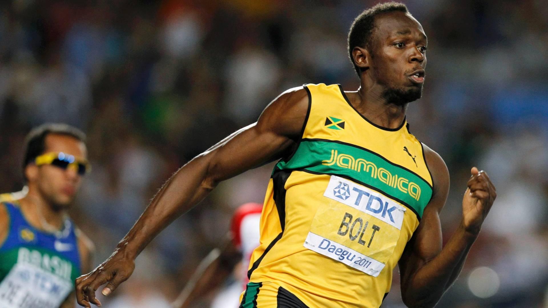 Usain Bolt dispara na liderança na final nos 200 m rasos para vencer a prova pelo Mundial de Daegu (03/09/2011)
