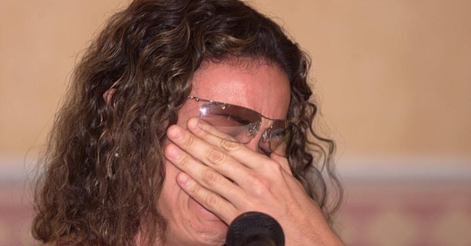 Maurren Maggi chora em 2003 em entrevista sobre caso de doping que a afastou do atletismo por dois anos. Ela alega ter usado um creme que continha substâncias ilegais
