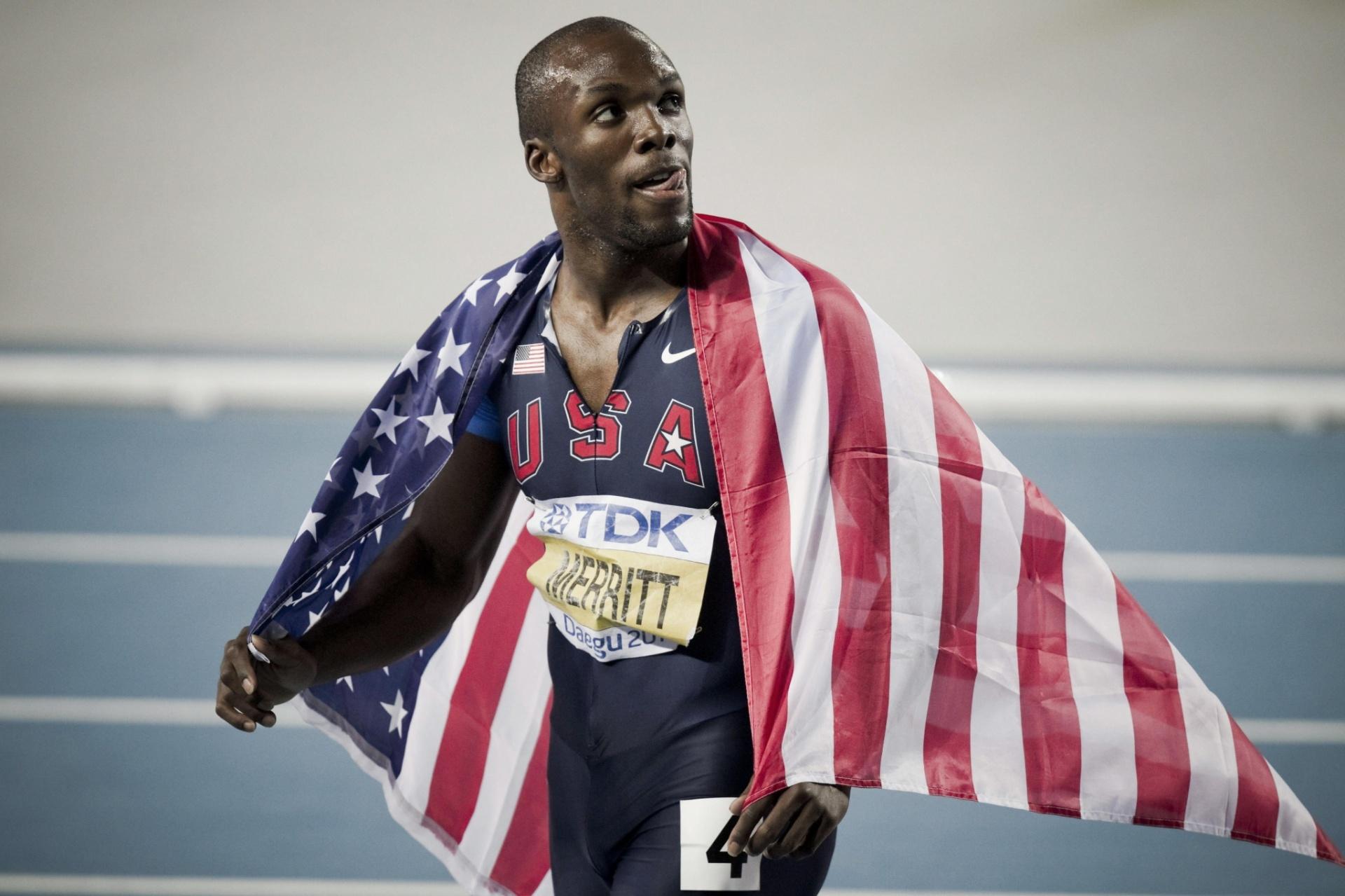 O norte-americano LaShawn Merrit comemora após ganhar a medalha de prata nos 400 m do Mundial de Daegu