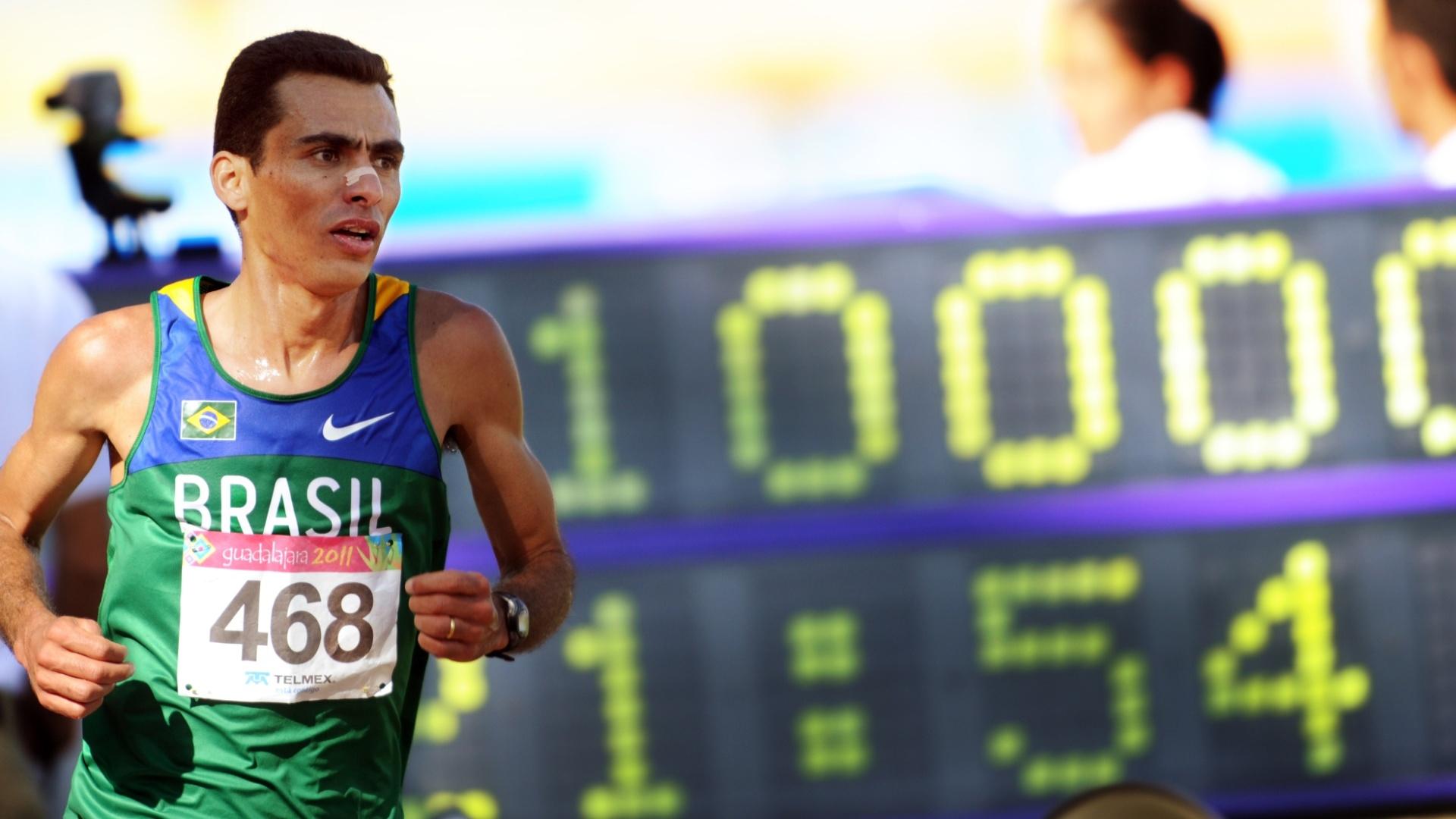 Marílson Gomes dos Santos se aproxima da vitória nos 10.000 m dos Jogos Pan-Americanos de Guadalajara
