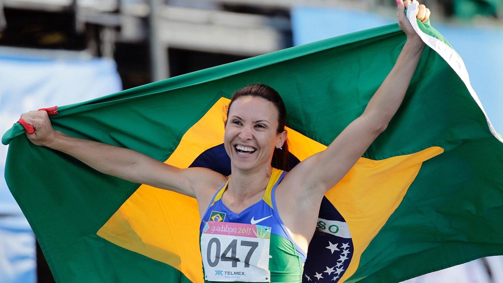 Maurren Maggi comemora ao conquistar a medalha de ouro nos Jogos Pan-Americanos de Guadalajara
