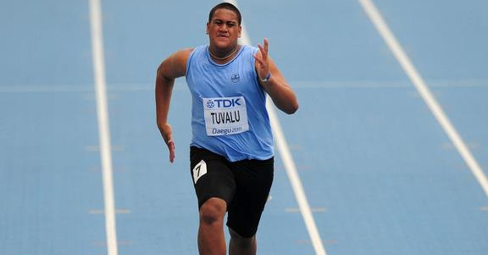 O gordinho samoano Sogelau Tuvalu, de apenas 17 anos, fez história nos 100 m rasos em Daegu e cravou a 2ª pior marca de todos os tempos em Mundiais - 15s66