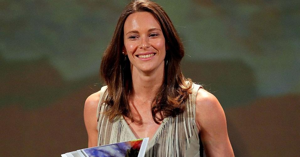 Fabiana Murer recebe troféu no Prêmio Brasil Olímpico