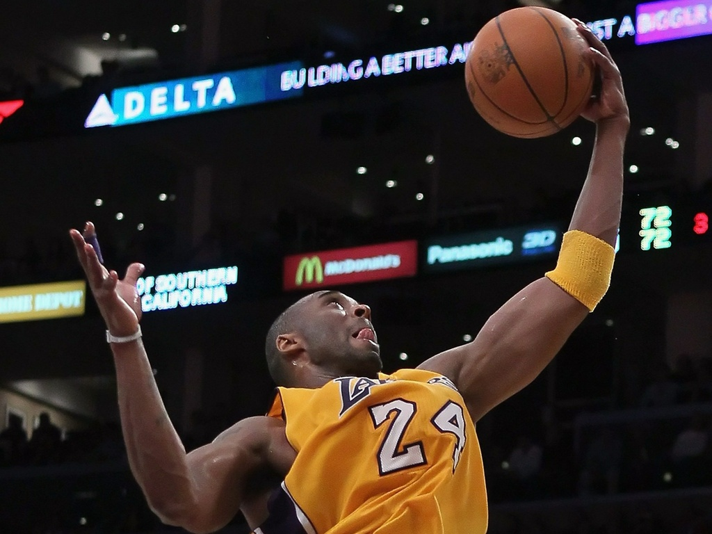 Kobe Bryant tenta a cesta em vitória do Los Angeles Lakers