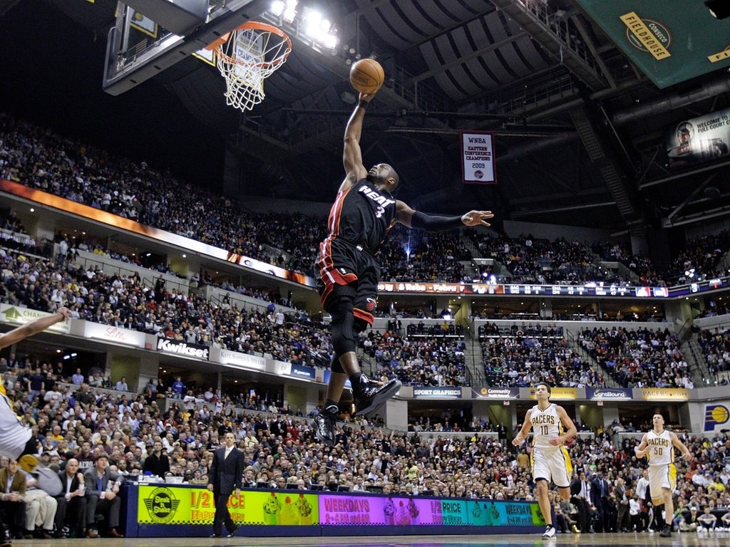 Dwyane Wade enterra bola na vitória do Miami Heat sobre o Indiana Pacers