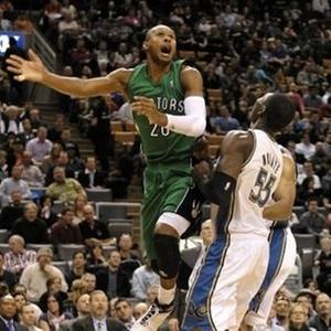 Leandrinho salta em vitória dos Raptors sobre o Washinton Wizards