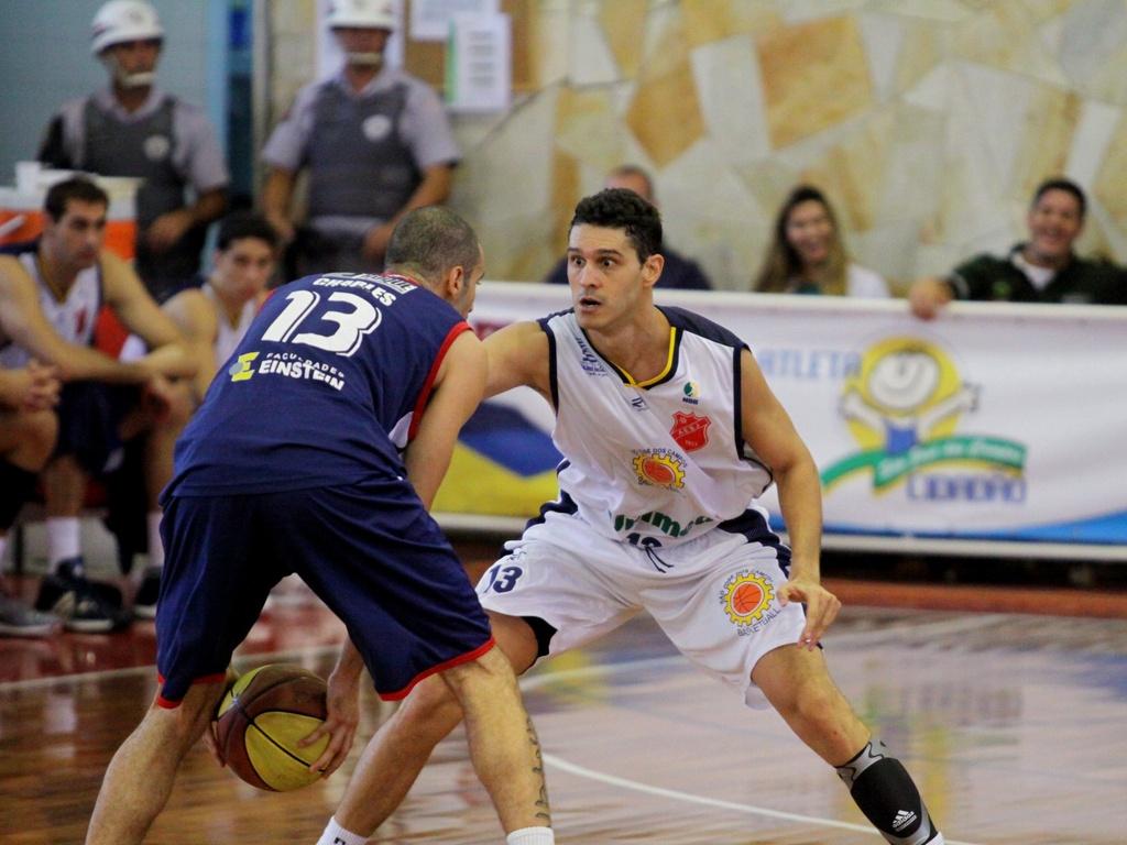Lance da partida entre São José e Limeira pelo NBB (10/04/2011)