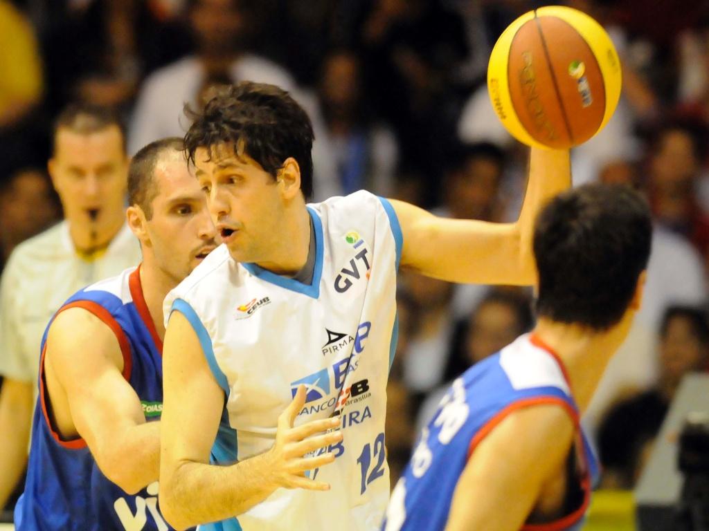 Guilherme Giovannoni foi eleito o jogador mais valioso da temporada do NBB (24/05/2011)