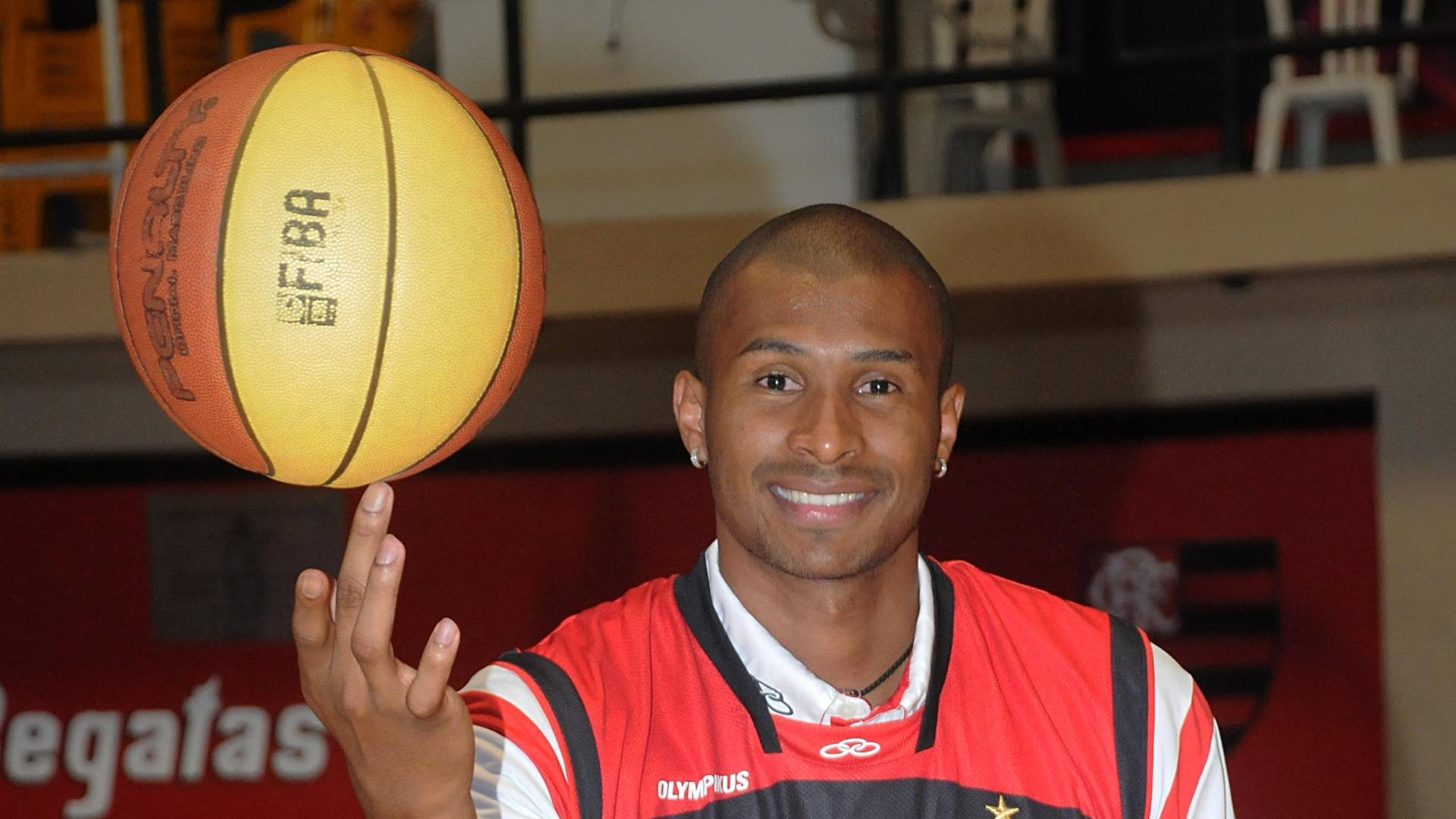 Leandrinho mostra habilidade na apresentação no Flamengo (19/08/2011)