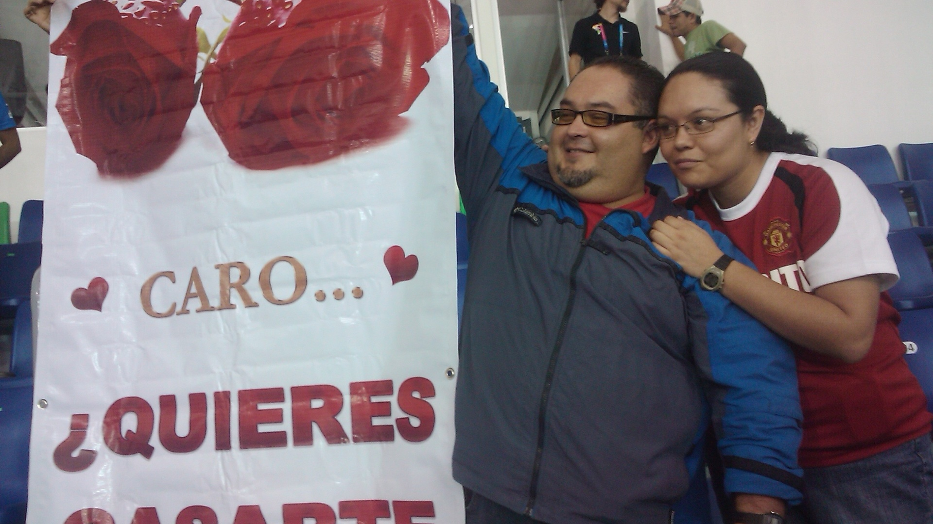 Casal protagonizou pedido de casamento no intervalo de Brasil x Colômbia, no Pan (23/10/2011)