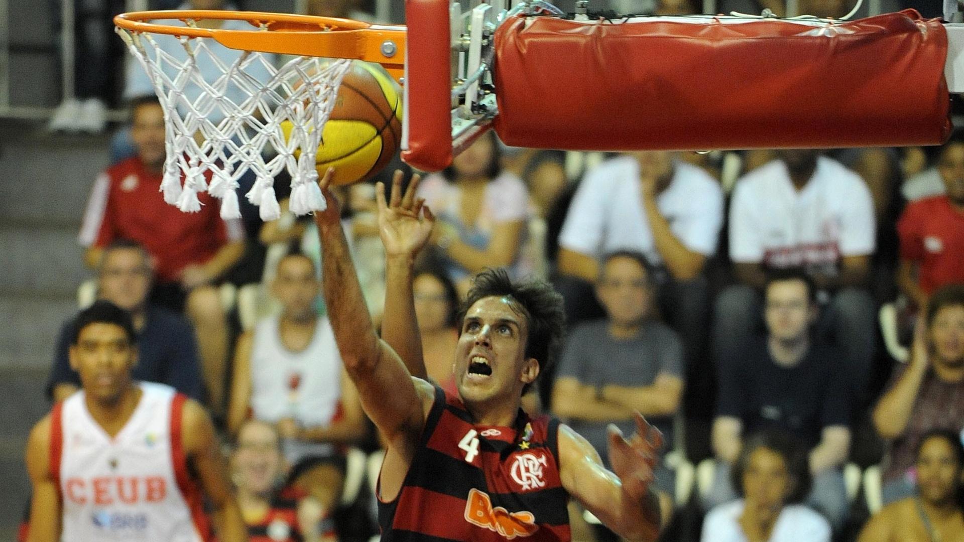 Marcelinho Machado faz bandeja em partida entre Flamengo e Brasília