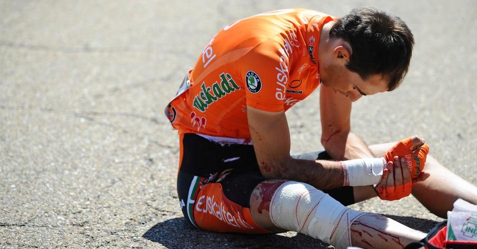 Mesmo já enfaixado, Miguel Minguez sangra após uma etapa marcada por forte acidente na Volta de Castilla e Leon (15/04/2011)