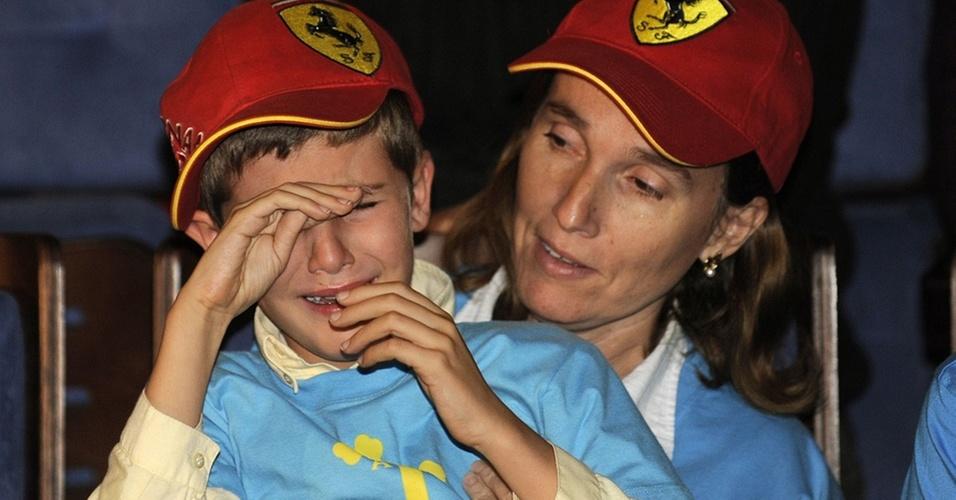 Fã mirim de Alonso chora com a derrota de seu ídolo no desfecho da temporada da F-1