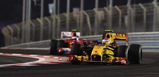 Um erro estratégico deixou o favorito Alonso preso atrás de Petrov por mais de metade do GP  - Mark Thompson/Getty Images