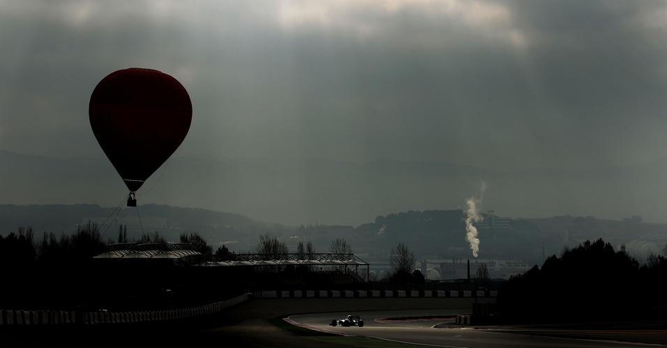 Michael Schumacher anda no quarto dia de testes em Barcelona