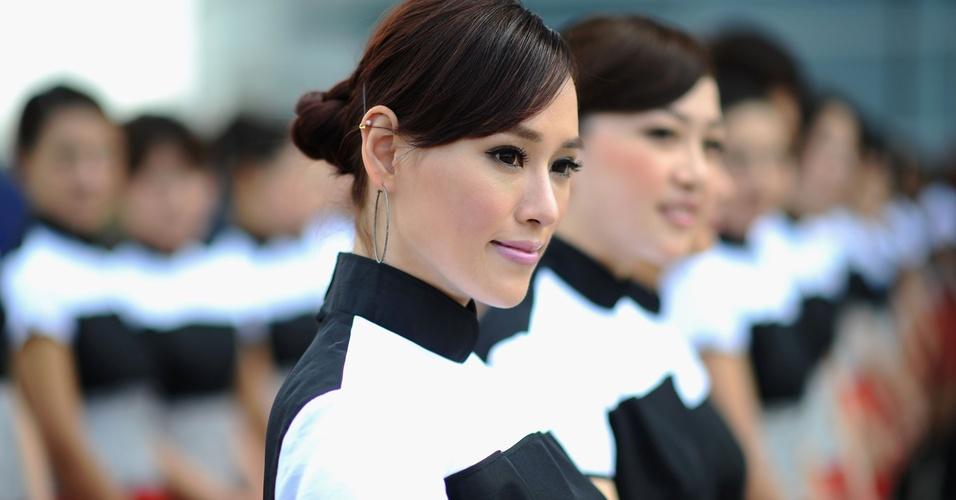 Grid girls se alinham antes da largada do GP da China de Fórmula 1 (17/04/2011)