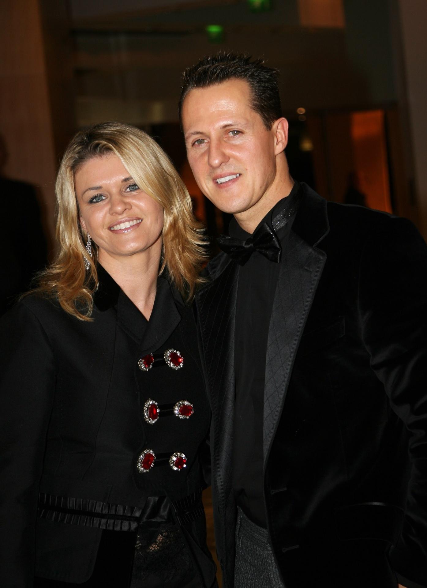 Michael Schumacher, piloto alemão, e a esposa Corinna posam para foto em Monte Carlo, Mônaco
