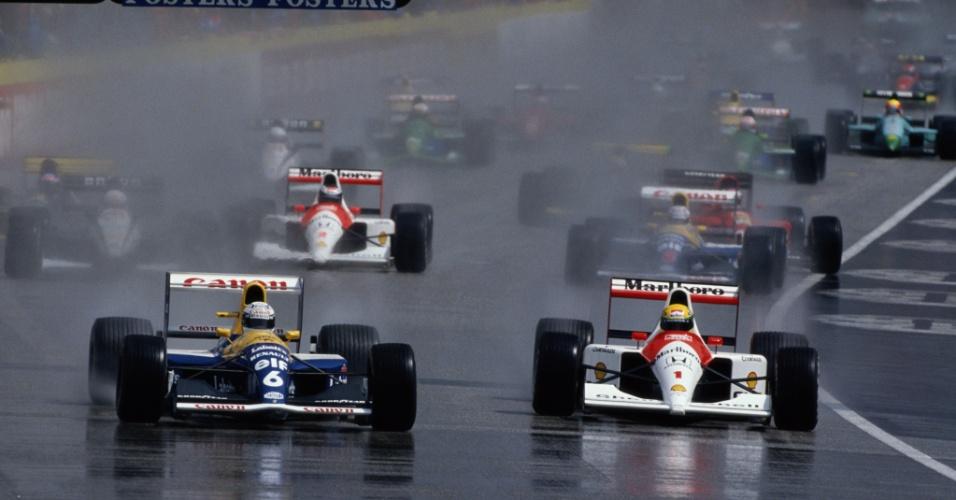 Ayrton Senna tenta passar por Riccardo Patrese durante o chuvoso GP de Ímola de 1991
