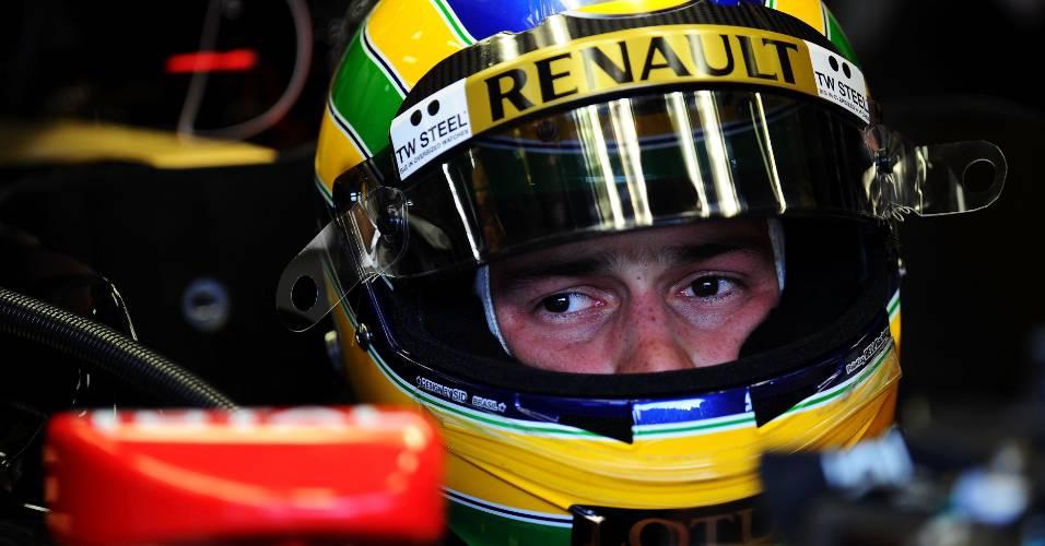 Bruno Senna acompanha treinos livres para o GP da Bélgica com o carro da equipe Renault (26/08/2011)