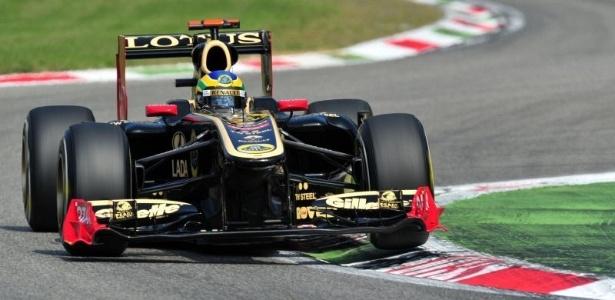 Bruno Senna pilota sua Renault no treino de classificação para o GP da Itália (10/09/2011)