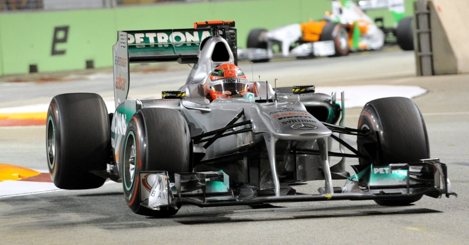 Michael Schumacher, da Mercedes GP, durante o GP de Cingapura de Fórmula 1