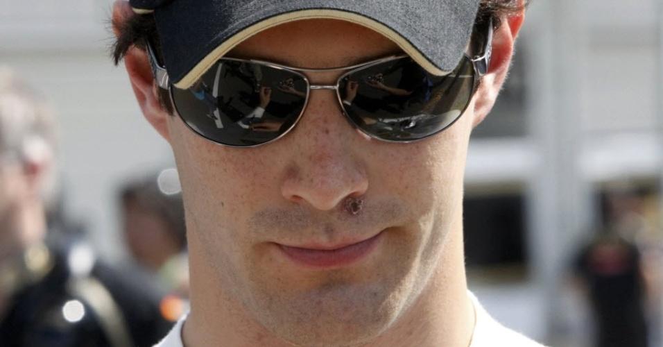 Bruno Senna caminha pelo paddock de Suzuka antes do treino de classificação para o GP do Japão (08/10/2011)