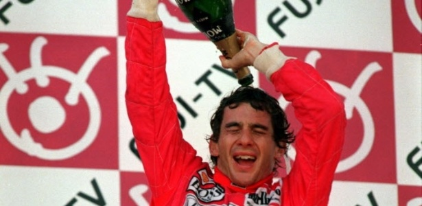 Ayrton Senna comemora título mundial no GP do Japão de 1991