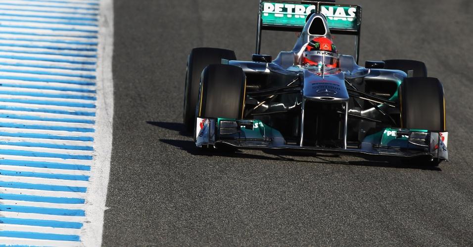 Schumacher liderou manhã do segundo dia de testes usando Mercedes de 2011
