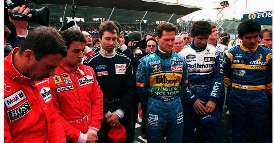 Pilotos fazem 1 minuto de silêncio no primeiro aniversário das mortes de Ayrton Senna e Roland Ratzenberger (01/05/1995)