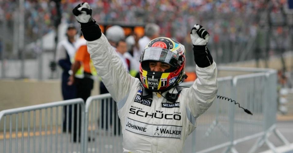 Montoya comemora vitória no GP do Brasil de Fórmula 1 em 2005. Durante sua passagem pela categoria, o colombiano venceu sete provas