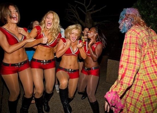 Cheerleaders do Tampa Bay Buccaneers se assustam em