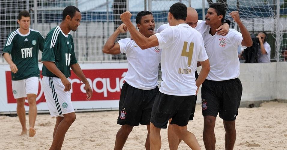 Jogadores do Corinthians comemoram na goleada contra o Palmeiras pela Copa Rio-São Paulo