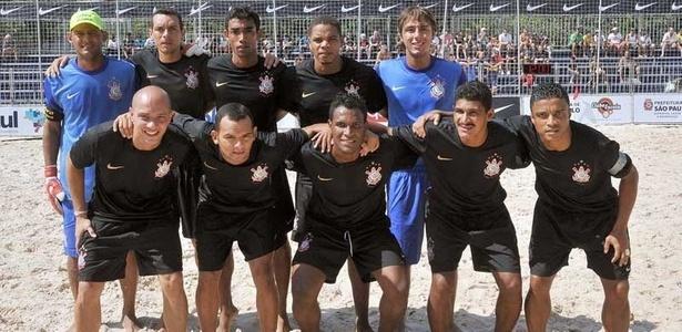 Time do Corinthians de futebol de areia é base da seleção