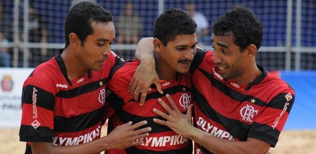 André (centro) marcou cinco gols para o Flamengo na vitória sobre o Boca Juniors