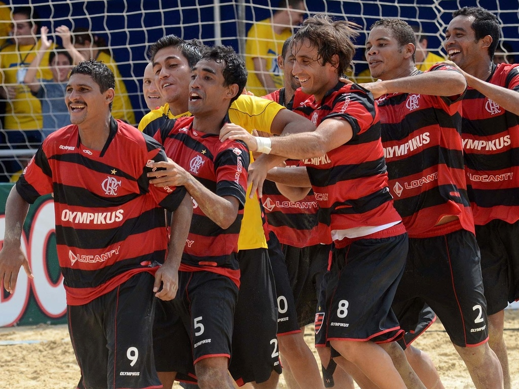 Flamengo comemora classificação nos pênaltis para a semifinal do Mundialito