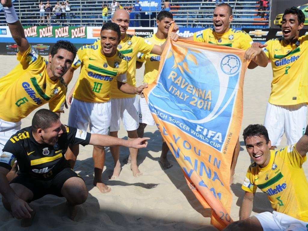 Jogadores brasileiros comemoram classificação para Copa do Mundo Fifa da modalidade (07/08/2011)