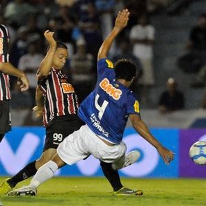 Derrotado pelo São Paulo (f) em Uberlândia, time celeste terá de reagir no Barradão para seguir vivo